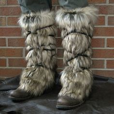 Viking Fur Leggings / Boot Covers, Leg Warmers, Couple – Medieval, Renaissance Fair Costume Accessories – Faux Fur Choose your color – Halloween Costumes Viking Halloween Costume, Vikings Halloween, Female Viking Costume, Mens Viking Costume, Vikings Costume Diy, Wolf Costume, Larp, Barbarian Costume, Valkyrie Costume