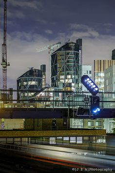 City Layers: The joy of london - Rogers' chic Neo Bankside cheak by jowl with victorian infrastructure