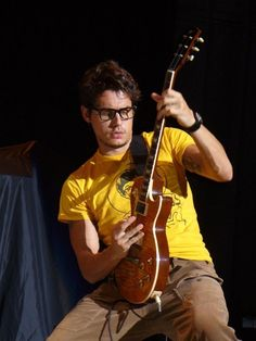 If there is anything that looks better than John Mayer in glasses, I don't know what it is.