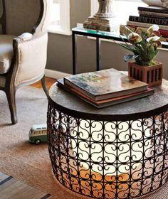 Originele combinatie van tafel en lamp.  Belemmerd niet het zicht en creëert warm licht.