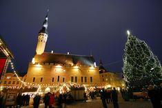 TALLIN Casetas navideñas en la Ciudad Vieja de Tallín la capital de Estonia, una ciudad declarada Patrimonio de la Humanidad por la Unesco en 1997.