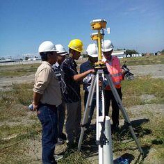 Pelatihan alat GPS Geodetik Hi - Target. Untuk menentukan titik kordinat ? GPS Geodetik bisa menjadi solusi yang tepat bagi Anda. Kepuasan Anda menjadi prioritas kami. #alatsurvey #alatsurveymurah #surveyor #gps #jakarta #balikpapan #makasar #batam #surabaya #palembang #medan #manado #cikarang #pengukurantanah #geology #indosurta