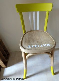 Chaise Baumann - Bric, Broc et Popote Painted Chairs, Hand Painted Furniture, Furniture Sale, Upcycled Furniture, Furniture Making, Furniture Removal, Chair Makeover, Furniture Makeover, Build Your Own Sofa