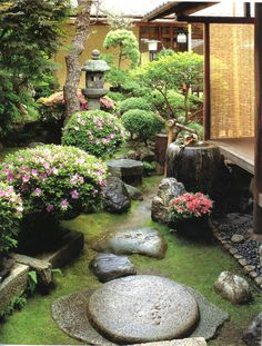 Japanese garden - inspiration for harmonious garden design Japanese garden - side yard idea? Would be nice to look out bedroom / bathroom windows and see nice zen garden. Small Japanese Garden, Japanese Garden Design, Japanese Gardens, Japanese Style, Traditional Japanese, Japanese Garden Landscape, Asian Landscape, Japanese House, Small Gardens