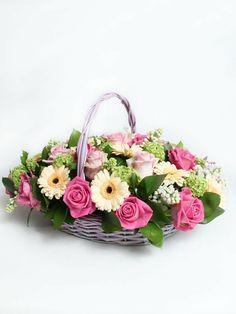 Basket Flower Arrangements, Modern Flower Arrangements, Burlap Party, Funeral Flowers, Arte Floral, Blossom Flower, Flower Boxes, Floral Bouquets, Flower Crafts