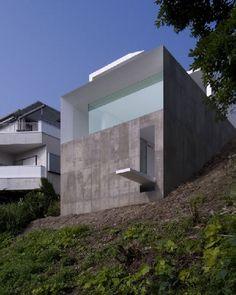 Japanese Modern cliff home - KA Architects