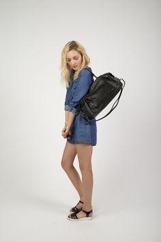 - Antoinette Ameska - Grand sac Camberra  #antoinetteameska #tendance #mode #noir #paillette #chaîne #poche #mannequin #bandoulière #anse