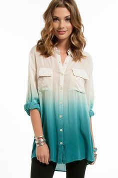 ombre shirt, so cute! Passion For Fashion, Love Fashion, Womens Fashion, Pretty Outfits, Cute Outfits, Ombre Shirt, Dye Shirt, Tie Dye, Look Chic