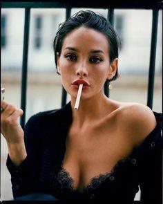 Smoking Ladies, Girl Smoking, Photoshoot Inspiration, Hair Inspiration, Photography Women, Portrait Photography, Taylor Lashae, Photographie Portrait Inspiration, Brunette Girl