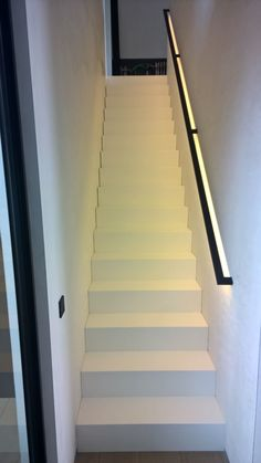 Our handrails are available in different sizes and styles. A handrail is not only functional, but can also be eye-catching. How about integrated LED lighting? Or a bright colour or, conversely, a minimalistic design? Metal Handrails For Stairs, Modern Stair Railing, Staircase Handrail, Interior Staircase, Modern Stairs, Staircase Design, Minimalistic Design, Stairway Lighting, House Stairs