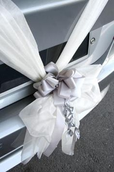 Wedding car decorations add a lovely finishing touch to your wedding vehicle. Here are some unique ideas to decorate your wedding car and a wedding car decorating kit that's proving to be popular. Wedding Car Ribbon, Wedding Pews, Blue Wedding, Floral Wedding, Diy Wedding, Wedding Day, Dream Wedding, Wedding Car Decorations, Stage Decorations
