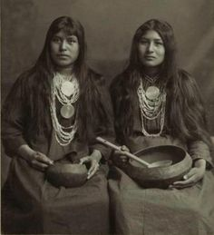 Creek women There are two Creek tribes today. The Poarch Creeks in Alabama live on a reservation, which is land that belongs to the tribe and is under their control. The Oklahoma Creeks live on trust land. The Creek Nation has its own government and other services, like a small country.