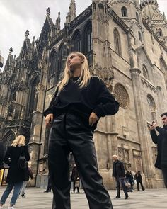 Vienna @ida_sjunnesson Leather Pants Outfit, Black Leather Pants, Urban Aesthetic, Aesthetic Clothes, Fashion Killa, Look Fashion, Night Outfits, Winter Outfits, Outfit Night