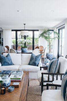 Hamptons Living Room, Coastal Living Rooms, Living Room Interior, Home Living Room, Living Room Designs, Beach Living Room, Hamptons Style Decor, Hamptons Style Bedrooms, Hamptons Beach Houses