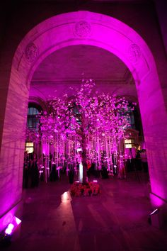 Escort card tree - The Fairy Tale Continues: Kavita & Kabir's NYPL Wedding | TantawanBLOG