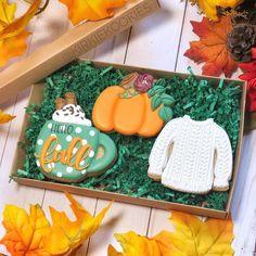 Fall Decorated Cookies, Fall Cookies, Iced Cookies, Royal Icing Cookies, Cupcake Cookies, Sugar Cookies, Cookies Et Biscuits, Gourmet Cookies, Cupcakes