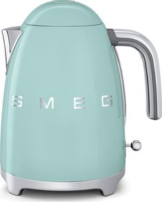 Shop Smeg - Retro Kettle Pastel Blue at Peter's of Kensington. View our range of Smeg online. Why in the world would you shop anywhere else for Smeg? Russell Hobbs Wasserkocher, Scandinavian Style Home, Budget Planer, Chrome Handles, Specialty Appliances, Domestic Appliances, Style Retro, Retro Chic, Kitchens