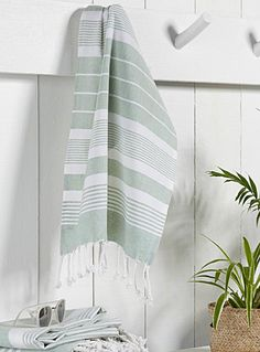 Beach essentials: this striped beach towel and your favorite sunglasses Guest Towels, Bath Towels, Tea Towels, Large Beach Towels, Beach Essentials, Bath Sheets, Turkish Towels, Line Design, Sofa Design