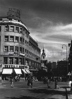 Poštová ulica križujúca sa s Molotovovou (Obchodnou) ulicou Bratislava, Old Photos, Poster, Street View, Times, Travel, Photos, Fotografia, History