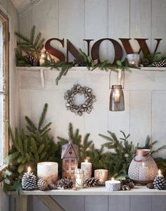 32 wonderful rustic winter decor ideas that still work after Christmas - home decors, Shabby Chic Christmas, Farmhouse Christmas Decor, Rustic Christmas, Christmas Vignette, Natural Christmas, Elegant Christmas, Country Christmas Crafts, Scandinavian Christmas, Simple Christmas