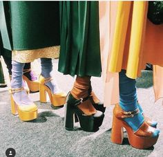 Socks and sandals = cool. 70s Inspired Fashion, 60s And 70s Fashion, Retro Fashion, High Fashion, Vintage Fashion, Seventies Fashion, Ootd Fashion, Fashion Stylist, Fashion Ideas