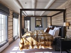 that blanket tho Krista Hartmann Interior, Norway Cabin Homes, Log Homes, Michigan Lake House, Wood House Design, Modern Log Cabins, Chalet Design, Weekend House, Cabin Interiors, Winter House