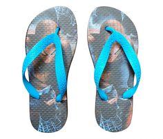 Chinelo Infantil Homem Aranha Preto - Ideal para usar com todos os tipos de roupas, deixando seus pés com muito estilo. Seu solado macio em EVA e suas tiras em borracha se ajustam para acompanhar as curvas dos pés, moldando-os com máxima suavid...