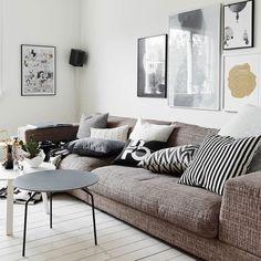 Prohlédněte si fotky realizací z dílny nejlepších českých interiérových designérů a architektů zcela zdarma. Living Room Grey, Living Rooms, Sofas, Love Seat, Sweet Home, Cushions, Couch, Throw Pillows, Furniture