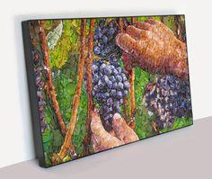 """""""AS MÃOS QUE COLHEM"""" Painel musivo medindo 37,5x57,5cm que retrata uma das fases da vindima (colheita da uva). Confeccionado com pasta vítrea colorida de produção genuinamente brasileira."""