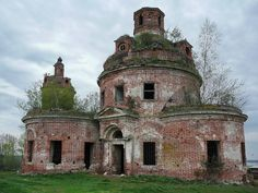 Church of St. Nicholas, 1795. The village of Karacharovo, Moscow Oblast