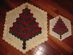 Hexies #hexagons #quilting #christmasquilting Lovely idea for Christmas using hexagons