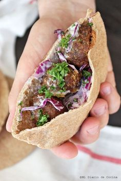 Pan pita integral Great Recipes, Favorite Recipes, Healthy Recipes, Veggetti Recipes, Proper Nutrition, Falafel, Sweet And Salty, Sin Gluten, I Foods