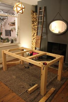 How to Build a Farmhouse Table with a Pallet Wood Herringbone Top! Table En Bois Diy, Diy Table Legs, Wood Table Legs, Plank Table, Diy Table Top, Diy Garden Table, Build A Farmhouse Table, Build A Table, Make A Table