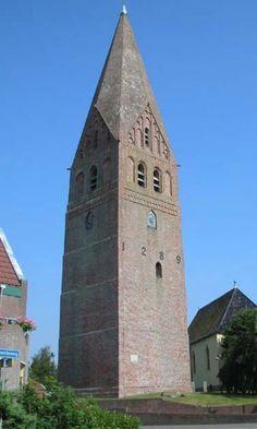 De Hervormde kerk met de Juffertoren in Schildwolde, Provincie Groningen. Gebouwd 1289.