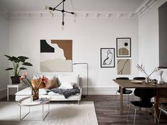 Cozy house with brown accents - Home Decorations Retro Home Decor, Cheap Home Decor, Cozy Living Rooms, Living Room Decor, Comfortable Couch, Scandinavian Furniture, House Smells, Modern House Design, Cozy House