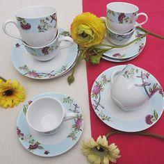 Έξι φλυτζάνια με τα πιατάκια τους για το τσάι ή το καπουτσίνο και 6 φλυτζάνια για τον ελληνικό καφέ ή τον επρέσσο, από φίνα ευρωπαϊκή πορσελάνη, με τριαντάφυλλα σε παλ γαλάζιο χρώμα. Συνδυάστε το με το σετ πάστας ή το σετ φαγητού Roza! Tea Cups, Tableware, Dinnerware, Tablewares, Dishes, Place Settings, Cup Of Tea