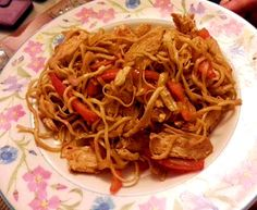 Singapore and Chicken noodles Other Recipes, Great Recipes, Chinese Spring Rolls, Appetizer Recipes, Appetizers, Onion Sprouts, Vegetarian Stir Fry, Nibbles For Party, Sweet Chilli Sauce