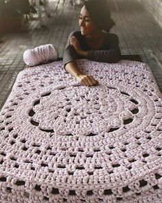 Featured: Giant Doily Rug I want one of these rugs! Giant Doily Rug out of upholstery piping what a great idea. Giant crochet doily rug made from upholstery piping.gonna dye the piping and get it done There are seriously some amazingly Crochet Mat, Crochet Rug Patterns, Crochet Carpet, Crochet Motifs, Love Crochet, Crochet Doilies, Crochet Shawl, Knit Rug, Doily Rug