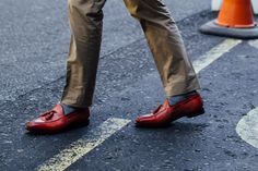 As one of the most famous fashion capitals, London menswear spring 2018 shows are long anticipated. While the trend setters are presenting their spring 2018 menswear collections on the runway, the street styles are equally fabulous.   #best street shoes #London fashion week #men shoes #shoes 2018 #street fashion #street shoes #street style