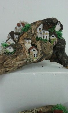 Driftwood, painted stones, and a bit of moss or lichen Rock Crafts, Diy And Crafts, Arts And Crafts, Driftwood Projects, Driftwood Art, Garden Crafts, Garden Art, Garden Ideas, Art Pierre