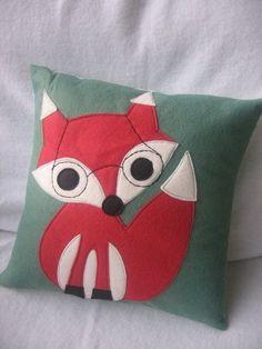 La almohada del zorro... Me encanta para una habitación infantil.