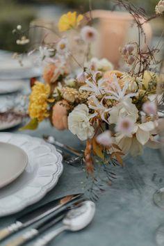 Wedding Decorations, Table Decorations, Wedding Ideas, Autumn Bride, Musa, Yellow Wedding, Tablescapes, Floral Design, Centerpieces