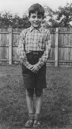 Syd Barrett | Syd Barrett was born as Roger Keith Barrett in the English city of Cambridge to a middle-class family living at 60 Glisson Road. Barrett was the fourth of five children. His father, Arthur Max Barrett, was a prominent pathologist.