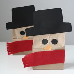 Turn a lunch bag into a cool snowman. Cute way to brighten up your child's lunch or snack.