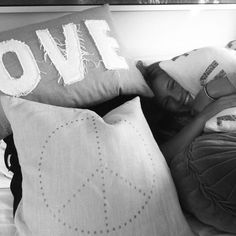 Bilder/videoer av Julie Angelil discovered by vilde kiese Pillows, Love, Cushion, Amor, El Amor, Cushions, I Like You, Throw Pillows, Romances