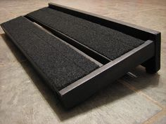 Ikea Gorm Pedalboard - good skills! For more guitar related articles, visit www.guitarjar.co.uk