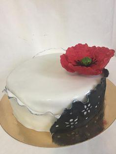 Red Poppy cake by Childhoodoven