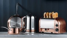 Copper Dualit toaster and kettle. Need a new kitchen to show these off) Small Kitchen Appliances, Kitchen Items, New Kitchen, Kitchen Dining, Dualit Toaster, Kettle And Toaster, Cocinas Kitchen, Kitchen Essentials, Food Storage