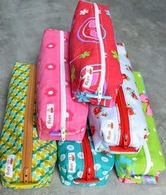 Bij het begin van een nieuw schooljaar horen nieuwe schoolspullen. De boekentassen van vorig jaar kregen een klein onderhoud, een lapke h...
