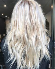 Blonde Hair Shades, Blonde Hair Looks, Blonde Hair With Highlights, Brown Blonde Hair, Platinum Blonde Hair, Icy Blonde, Bright Blonde, Hair And Harlow, Butter Blonde Hair